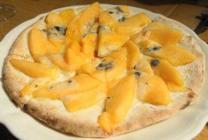 メロンとゴルゴンゾーラチーズ、栗の蜂蜜のピッツァ