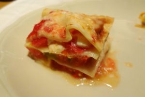 トマトとタレッジオチーズのラザニア