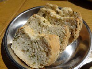かき菜をきざんで焼いたパン