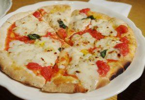 酒粕とモッツァレラチーズのピッツァ