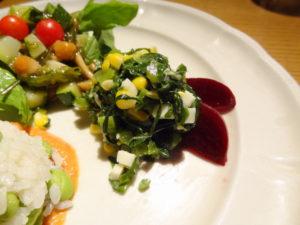 つる菜、とうもろこし プロポローネチーズのサラダ